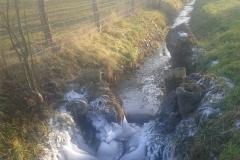 Glace au ruisseau